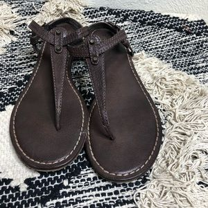 Frye T-Strap Brown Leather Sandal Carson Chocolate
